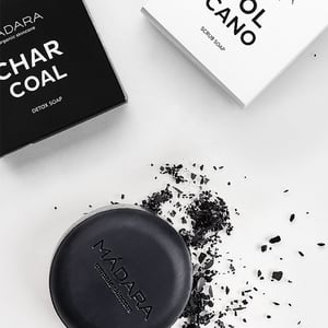 MADARA Charcoal Detox Soap afbeelding